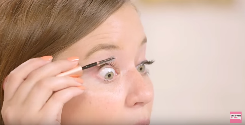 Combing your eyelashes with Vaseline